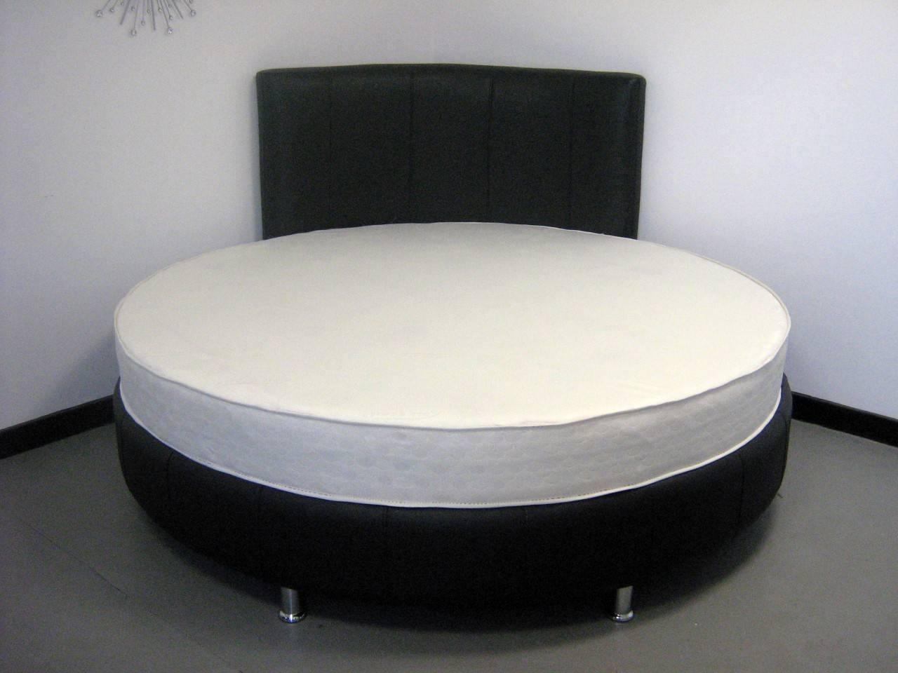 Unique Round Bed Ideas Give Your Bedroom Distinct Look