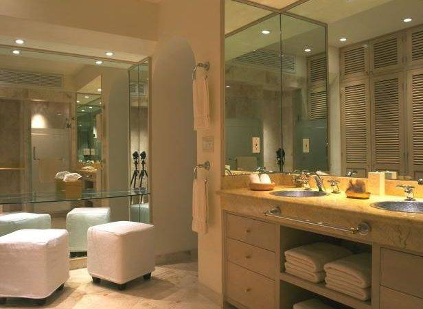 Vanity Seating Area Bathroom Features