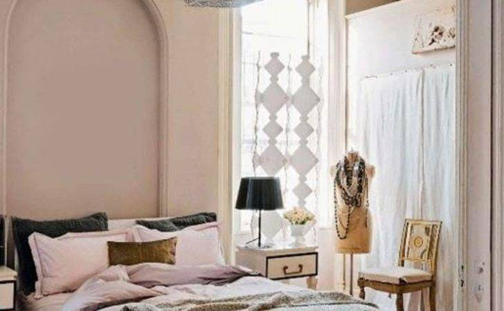 Vintage Girl Chic Bedroom Decoration Using Light Pink Peach