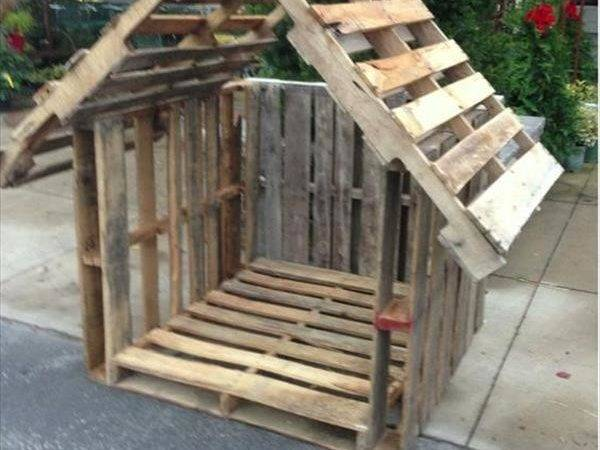 Wooden Pallet Dog House Very Rough Rustic Design