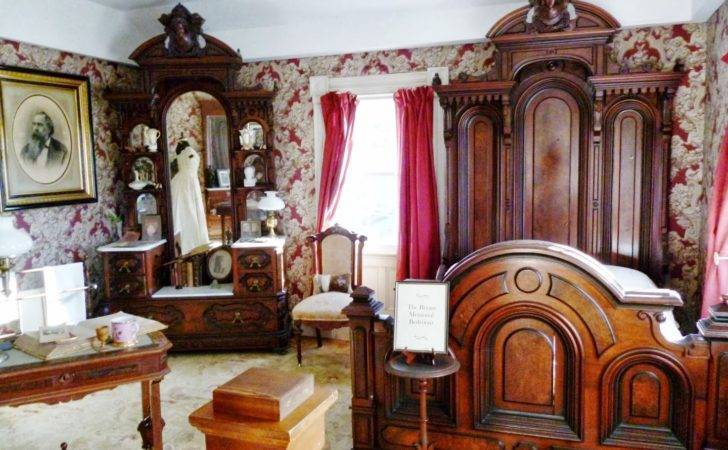 Writing Straight Heart Victorian Bedroom Suite Upstairs